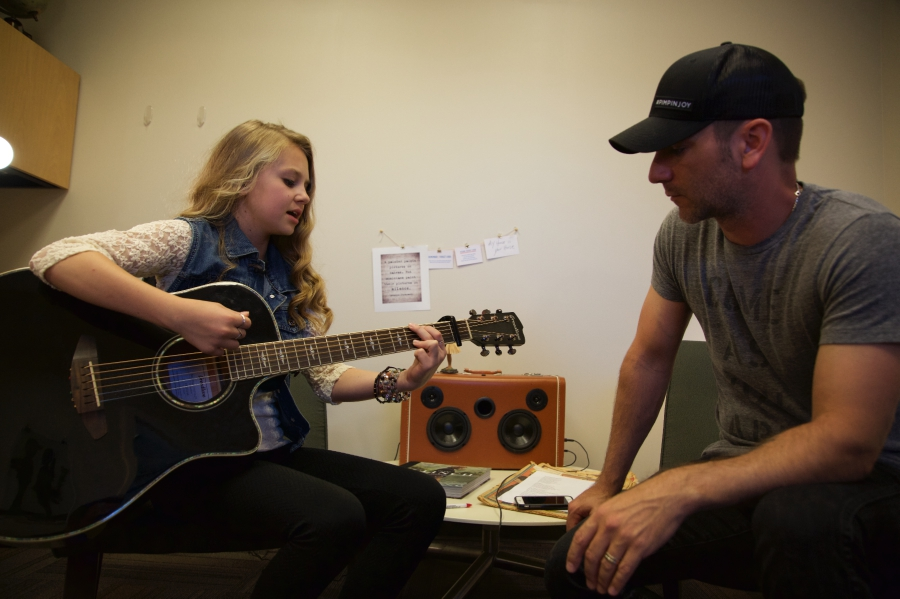 Tegan Marie singing with Craig Campbell for the first time