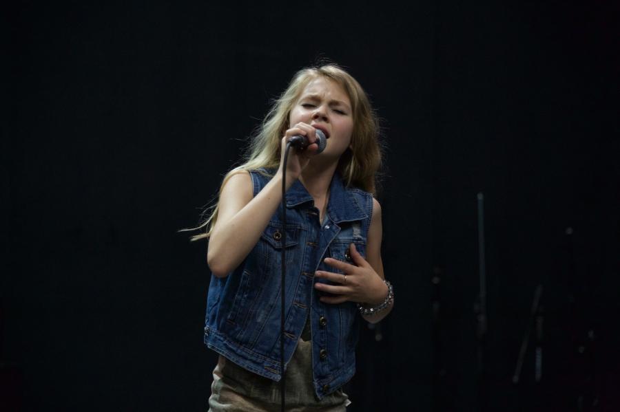Tegan Marie rehearsing for CMA Music Festival