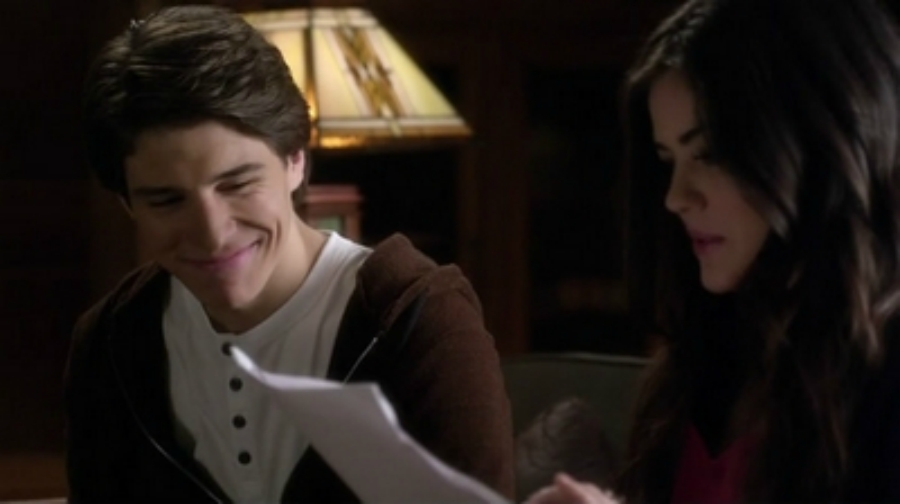 Aria and Connor in Pretty Little Liars