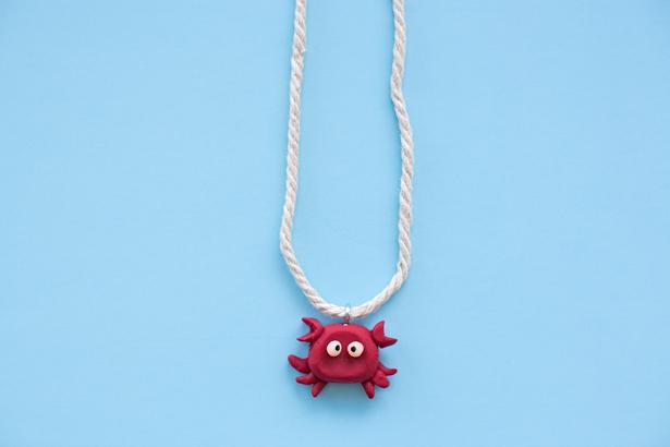 Crab necklace DIY