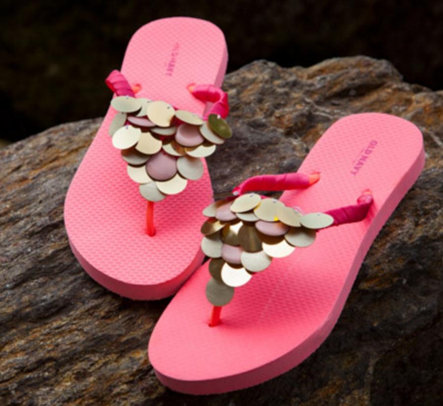 306866d1988f5d Beautiful   Easy DIY Flip-Flops Tutorials to Try This Summer