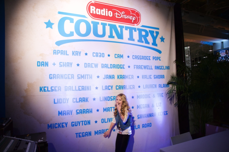 Tegan Marie seeing the stage and Radio Disney Country sign for the first time