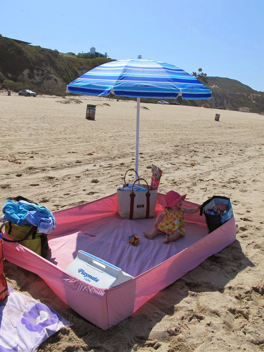 Bedsheet tent at the beach & 10 Sweet Beach DIYs to Impress Everyone on the Sand