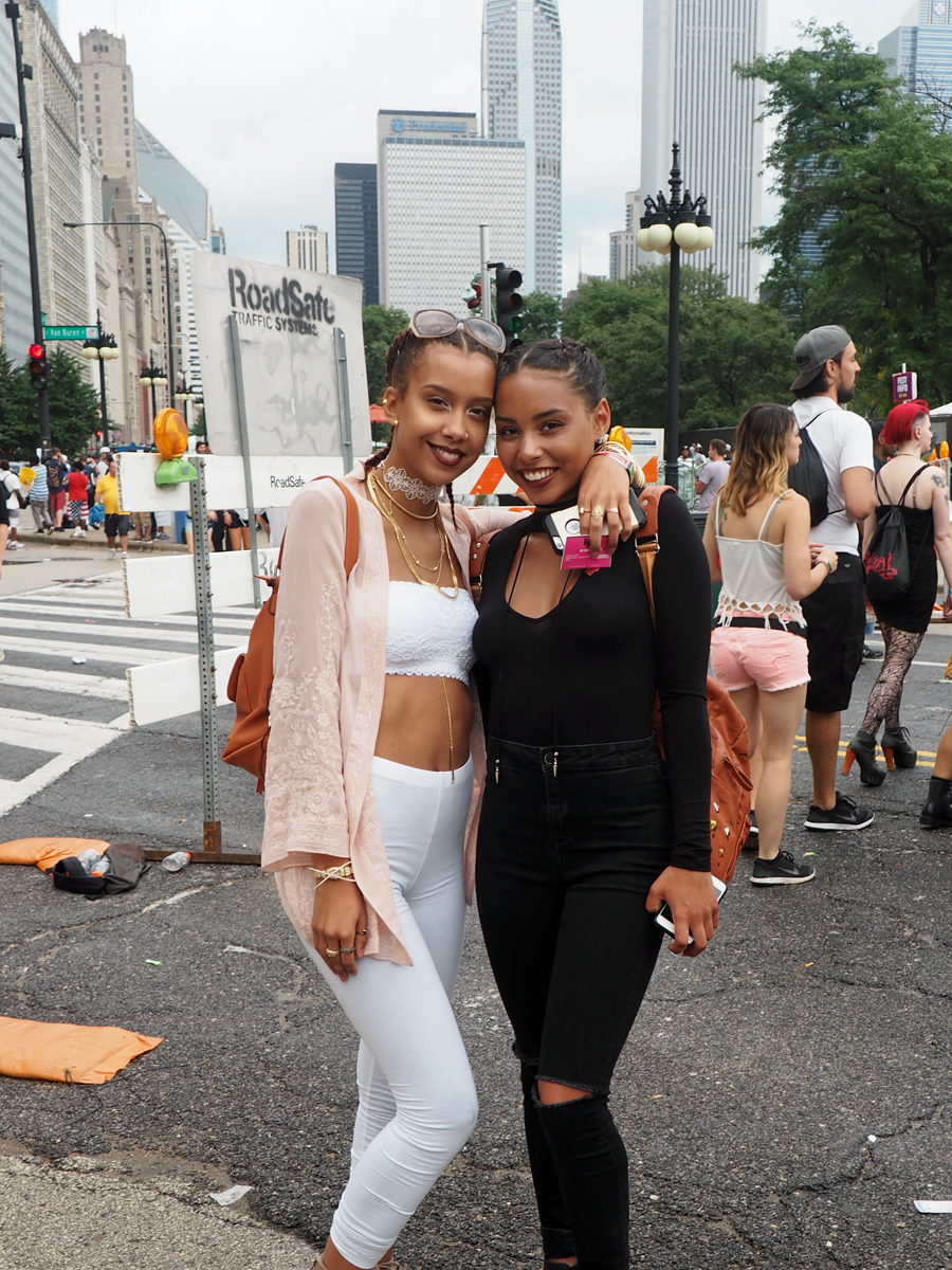 Two girls matching at Lollapalooza