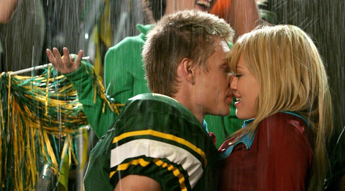 """Still shot from """"A Cinderella Story"""" with Chad Michael Murray and Hilary Duff"""