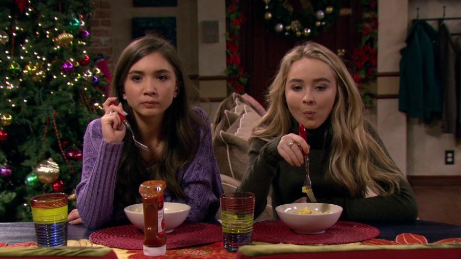"""Still of Rowan Blanchard and Sabrina Carpenter eating on """"Girl Meets World"""""""