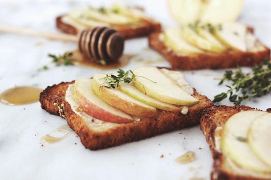 Honey and apple toast