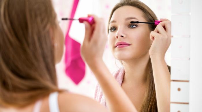 pretty girl is doing mascara