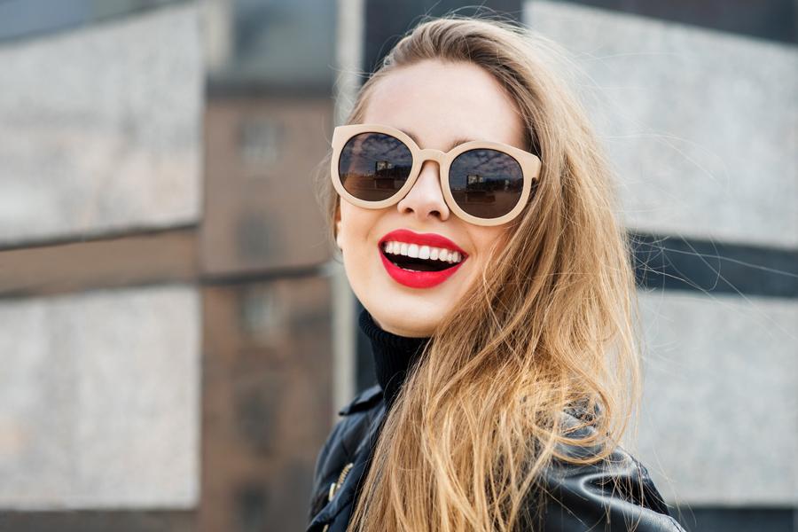girl-wearing-bright-red-lipstick-shutterstock-body-110916