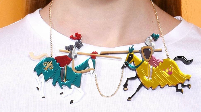 Jousting knights necklace from La Vidriola