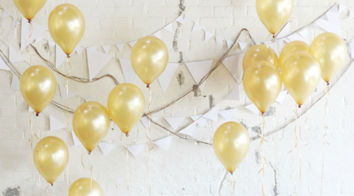 Balloons and garland photo booth background