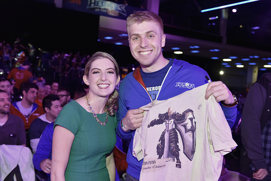 Jaycie Gluck (Gillyweeed) smiles with a fan at Heroes of the Dorm