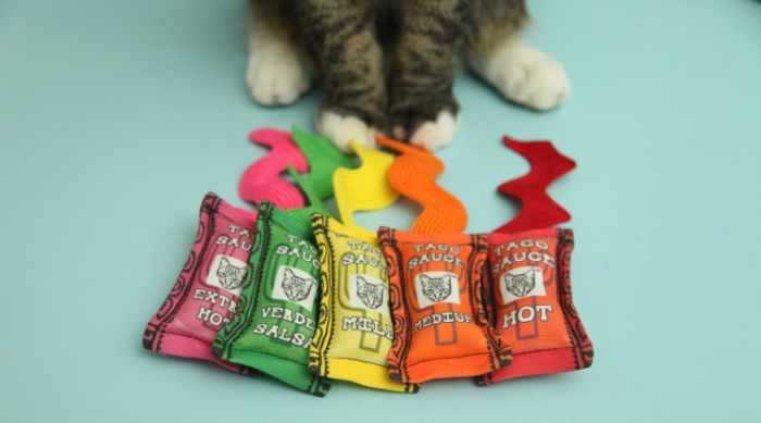 Taco sauce cat toy set