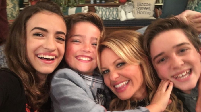 The cast of Fuller House taking a selfie