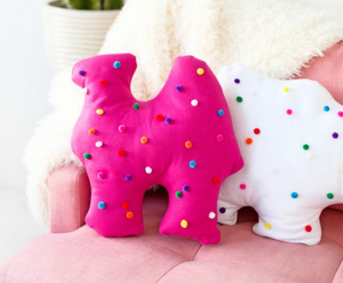 DIY circus animal cookie pillows from Studio DIY