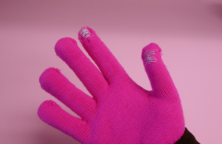 Finished DIY touchscreen gloves