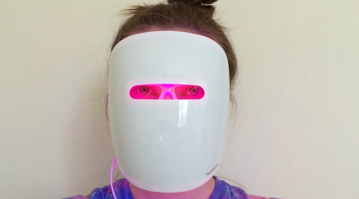 Neutrogena's Light Therapy Acne Mask on
