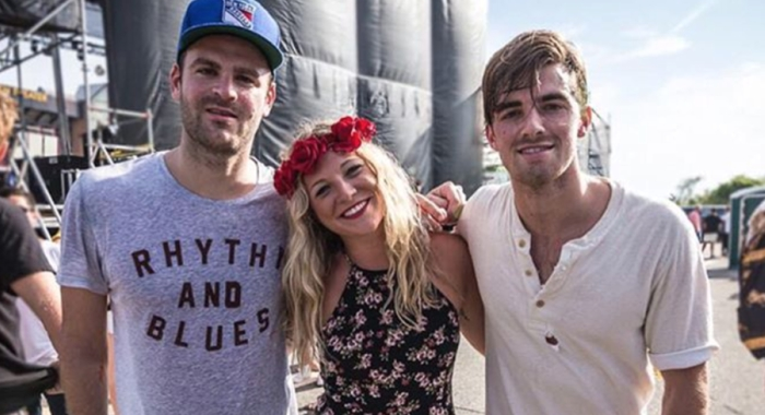ROZES poses with The Chainsmokers