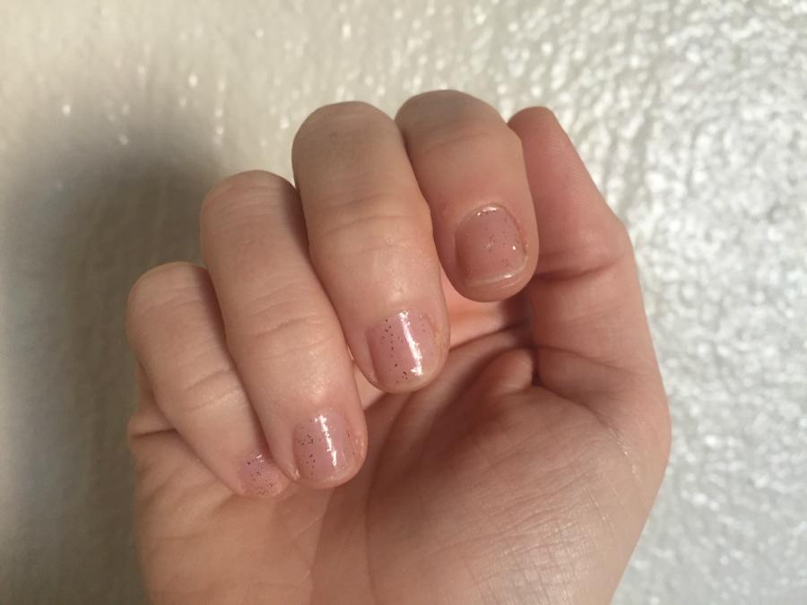 Final product gold glitter polish on nails