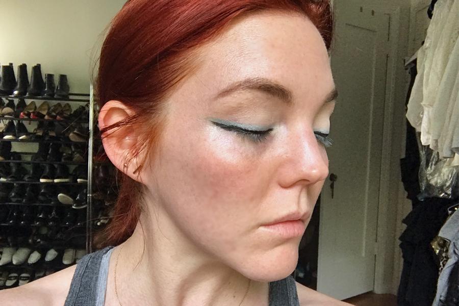 Apply eyeliner to lid for mermaid makeup trend