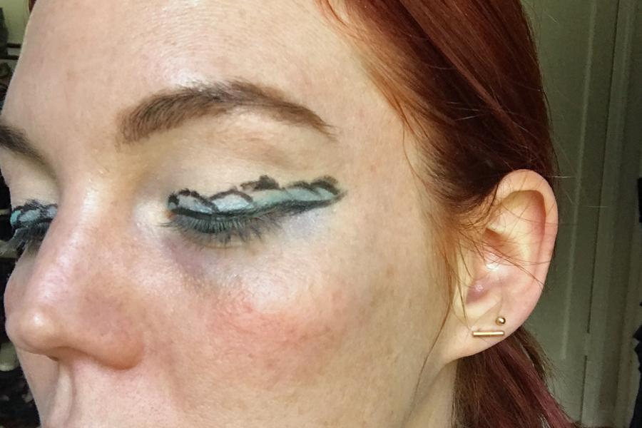 Eyeliner scales mermaid makeup trend