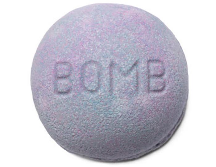 Lush's Blackberry bath bomb