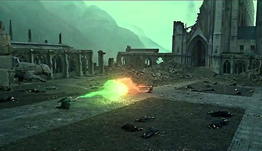 Harry Potter still of Harry and Voldemort dueling