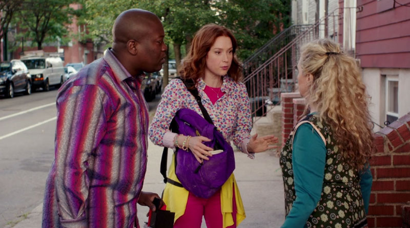 Kimmy Schmidt acting as a mediator in a fight between Titus and Lillian in Netflix's Unbreakable Kimmy Schmidt
