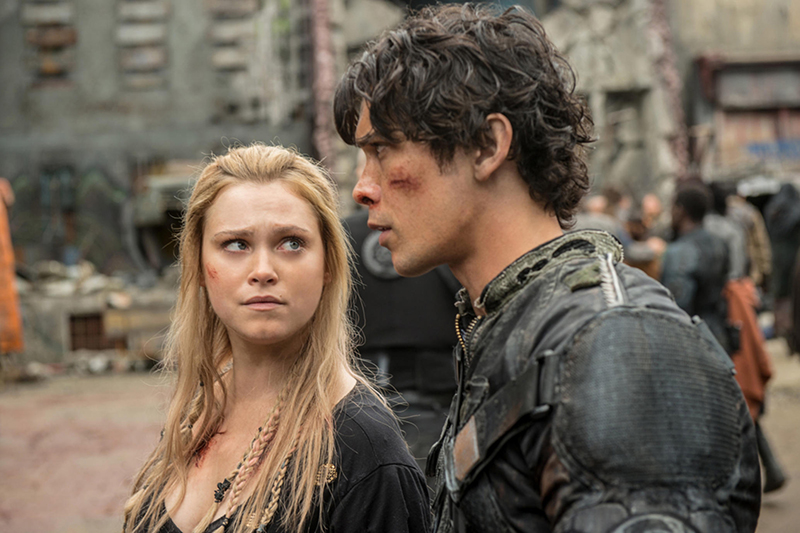 """The 100 -- """"Echoes"""" -- Image HU401a_0228 -- Pictured (L-R): Eliza Taylor as Clarke and Bob Morley as Bellamy -- Credit: Diyah Pera/The CW -- © 2016 The CW Network, LLC. All Rights Reserved"""