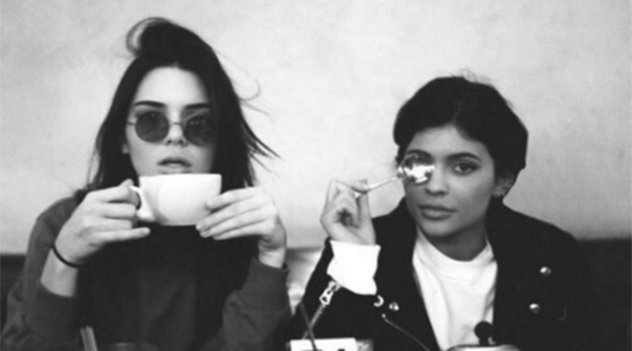 Kylie and Kendall Jenner sitting at a cafe