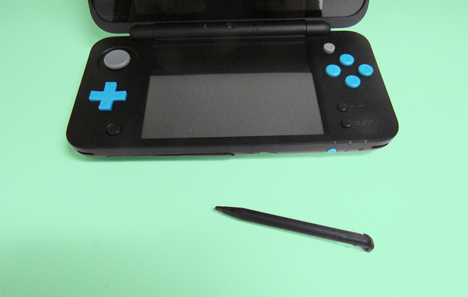 New Nintendo 2DS stylus removed