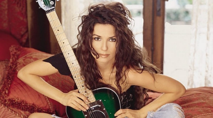 Shania Twain old photo with guitar