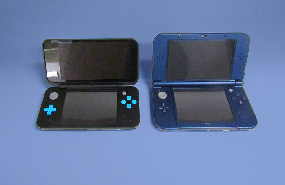 New Nintendo 2DS side-by-side with New Nintendo 2DS