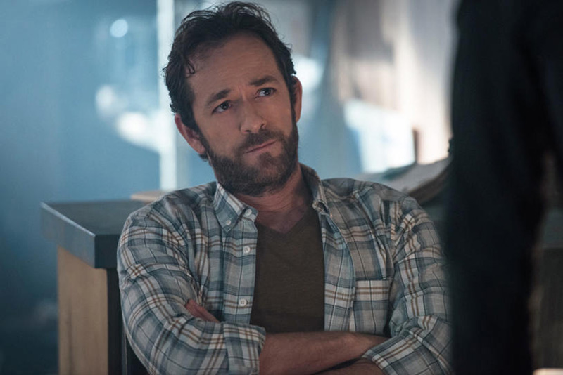 "Riverdale -- ""Chapter Four: The Last Picture Show"" -- Image Number: RVD104b _0050.jpg -- Pictured: Luke Perry as Fred Andrews -- Photo: Diyah Pera/The CW -- © 2017 The CW Network. All Rights Reserved"