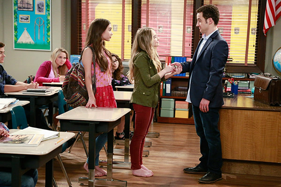 Girl Meets World still of Mr. Matthews' classroom