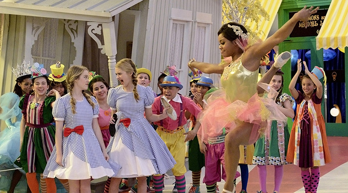 "Pictured: ""The Wonderful Wizard of Quads"" Episode: #321/322 -- Pictured NICKY (Aidan Gallagher), RICKY (Casey West Simpson), DICKY (Mace Coronel), DAWN (Lizzie Greene), MAE (Kyla-Drew Simmons), ERICKA (Tia Mowry), ROSE (Jade Pettyjohn) and TWISTY (Gabby Douglas) in NICKY, RICKY, DICKY AND DAWN. Photo: Bonnie Osborne/Nickelodeon©2017 Viacom, International, Inc. All Rights Reserved."