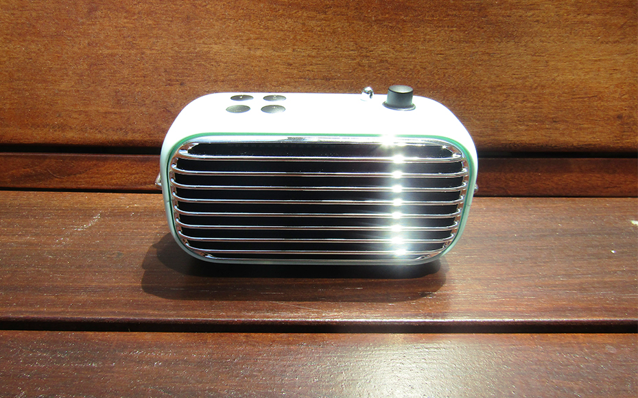 Front of Lofree Poison bluetooth speaker