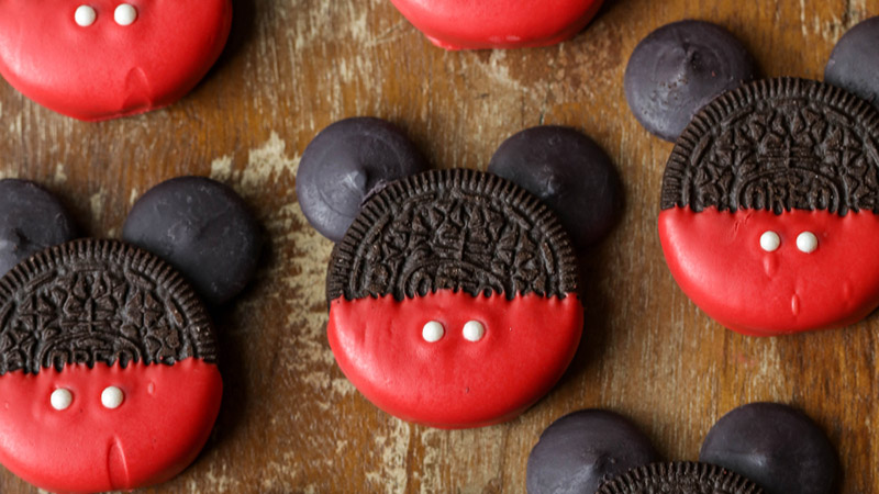 Mickey Mouse chocolate-covered Oreos recipe