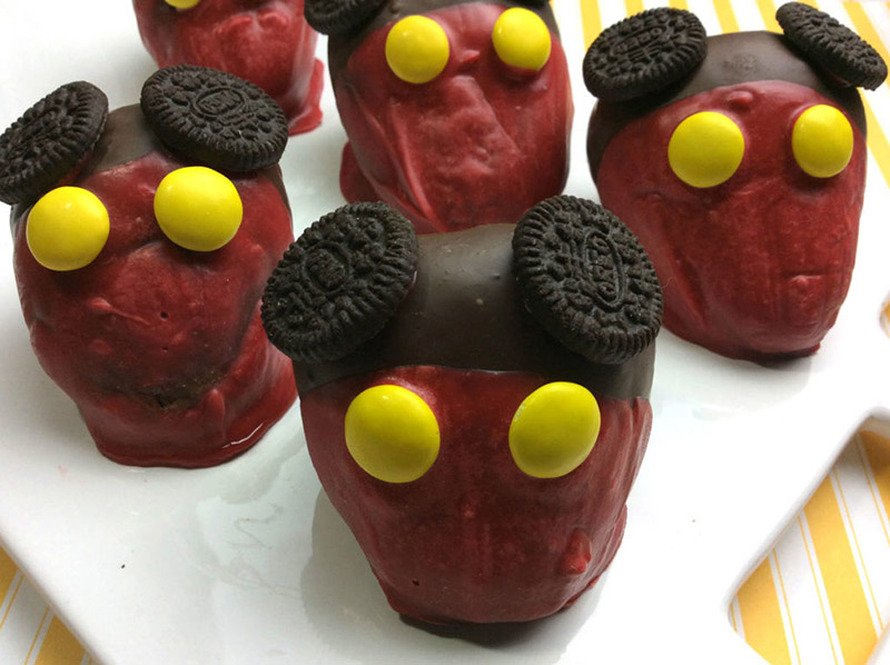 Mickey Mouse chocolate-covered strawberries recipe