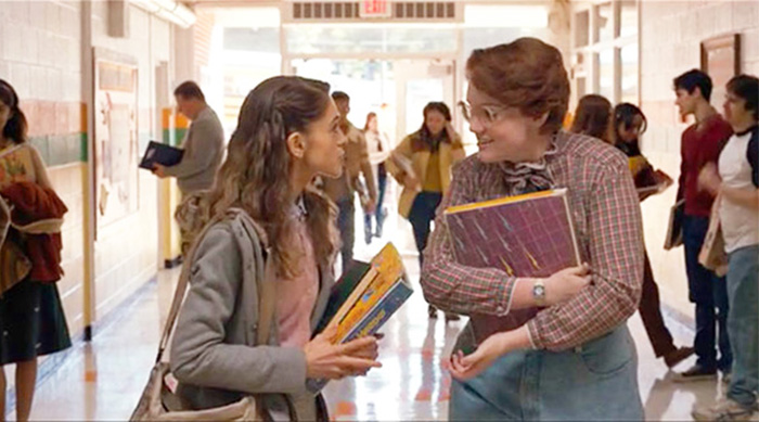 Nancy and Barb in the school hall in Stranger Things