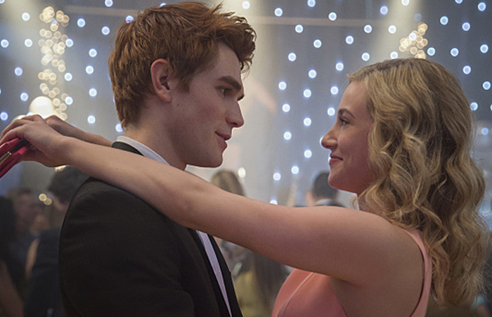 """Riverdale -- """"Pilot"""" -- Image Number: RVD101c_0234.jpg -- Pictured (L-R): KJ Apa as Archie and Lili Reinhart as Betty -- Photo: Diyah Pera/The CW -- © 2016 The CW Network. All Rights Reserved."""