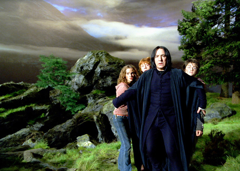 Severus Snape protecting Hermione, Ron and Harry Potter in The Prisoner of Azkaban