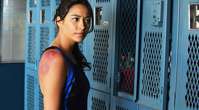 Emily at her gym locker after a swim meet in Pretty Little Liars