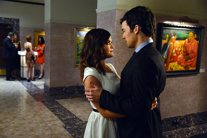 Aria and Ezra on a date at a museum in Pretty Little Liars