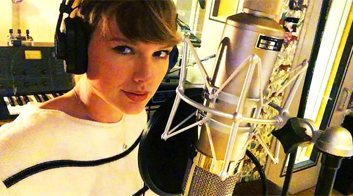 Taylor Swift in recording studio