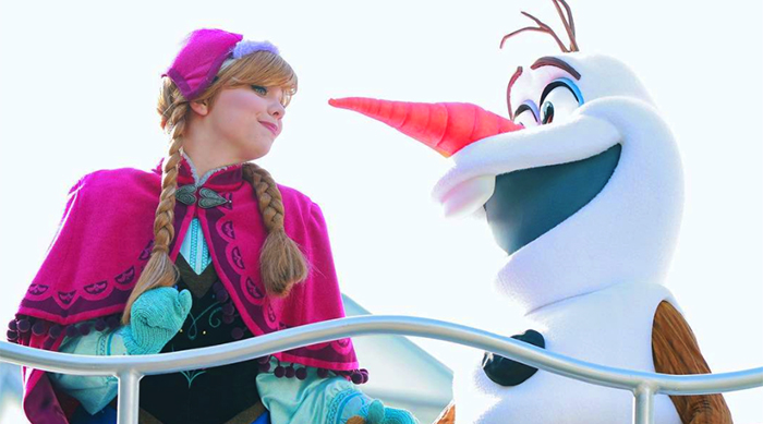 Anna and Olaf Disney Frozen cosplayers