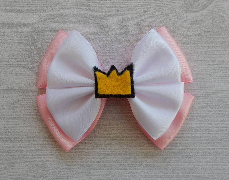 Betty Cooper-inspired bow from Etsy