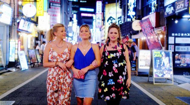 Fuller House: DJ, Stephanie and Kimmy in Japan