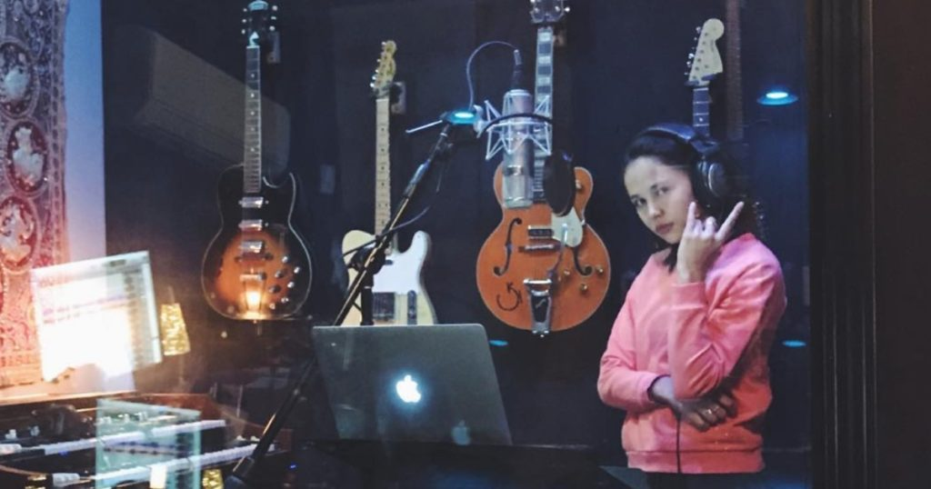 Breanna yde reveals the soundtrack to her life thecheapjerseys Image collections