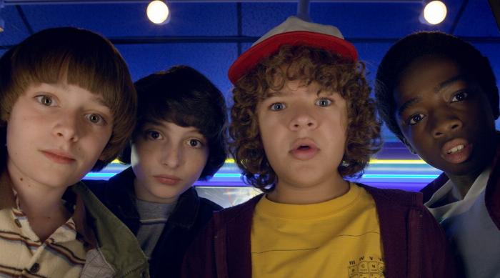 Stranger Things season 2: Will, Mike, Dustin and Lucas looking at arcade machine